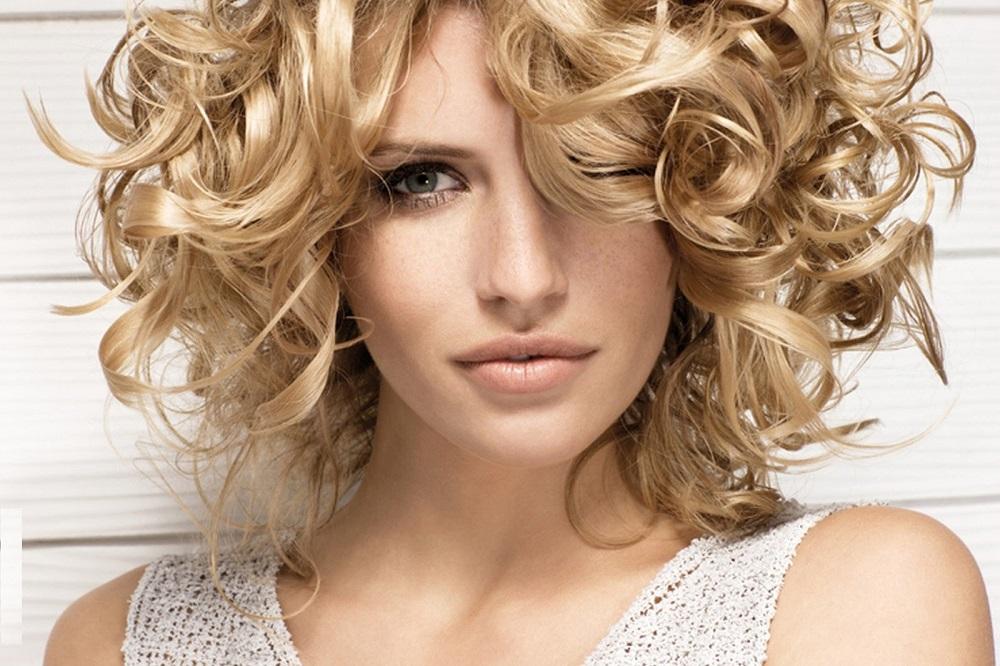 Σγουρά μαλλιά: 5 Tips για να τα περιποιηθείτε σωστά!