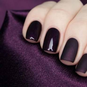 Σκούρα νύχια: Η απόλυτη τάση για τον χειμώνα!